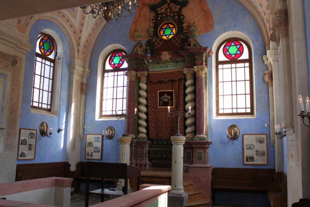 Interiér synagogy v Jičíně