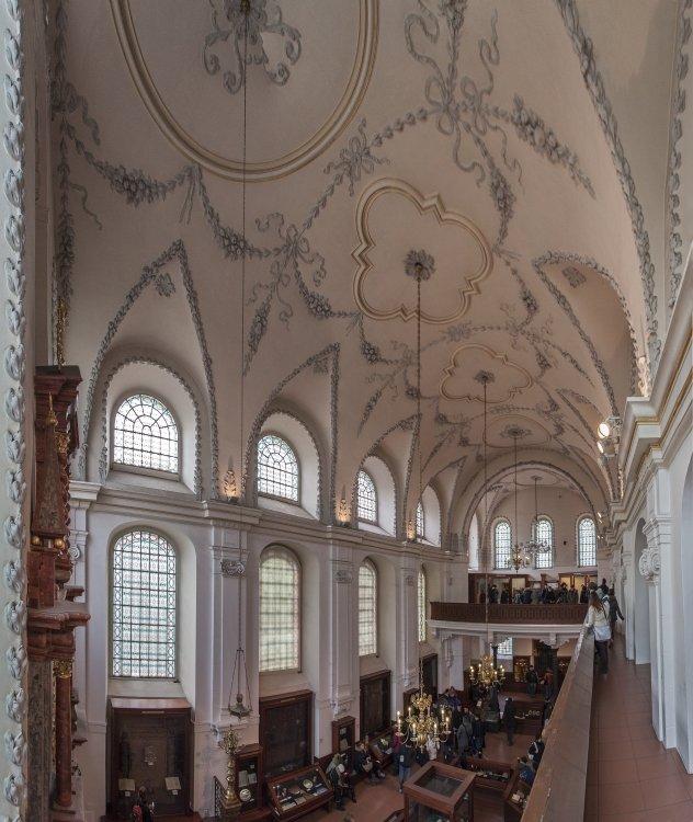 Klausovasynagoga_interier