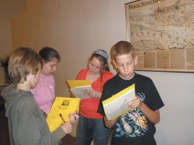 Z dílny pro dìti, kterou k výstavì Cesta života připravilo Vzdělávací a kulturní centrum muzea